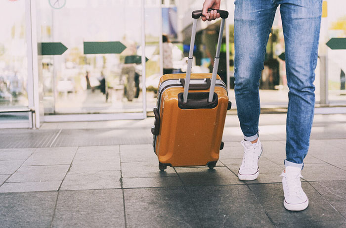 Как выбрать чемодан на колесах